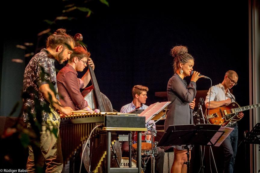 Luisa Hänsel Quintett - Melodiöser Jazz mit Gefühl, Gitarre und Vibraphon